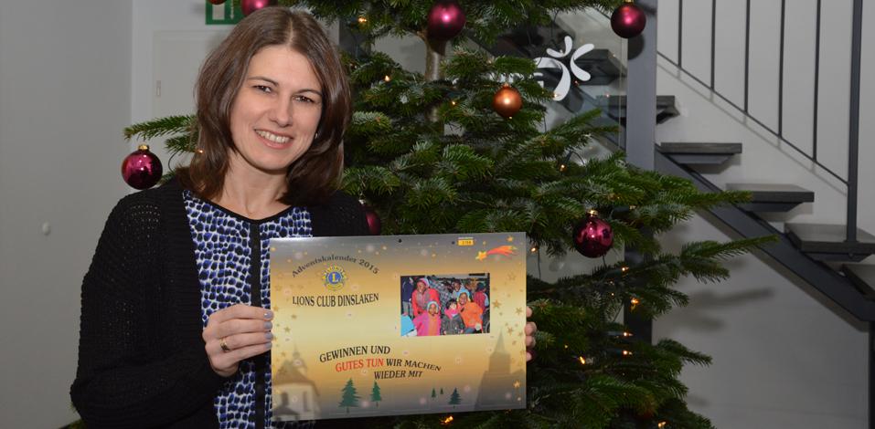 Elisabeth Richter von der Servico AG mit ihrem Lions Club Adventskalender 2015