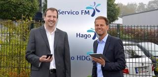 Thorben Strüber (l.) und Holger Feldker präsentieren die @lly für Facility Management, die in Hannover zum Einsatz kommt.