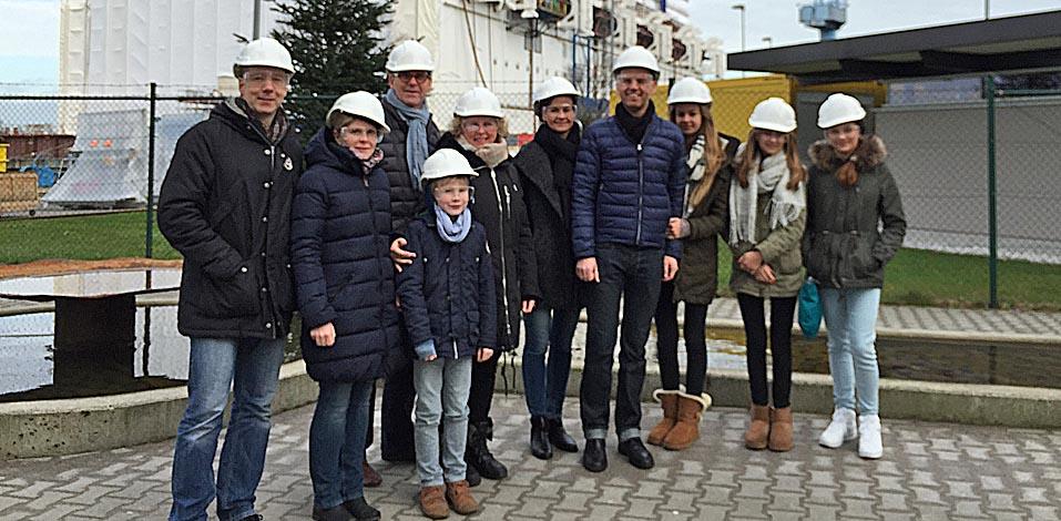 Holger Feldker, Franz Wisniewski und André Dölken mit ihren Familien zu Besuch bei der Papenburger Meyer Werft