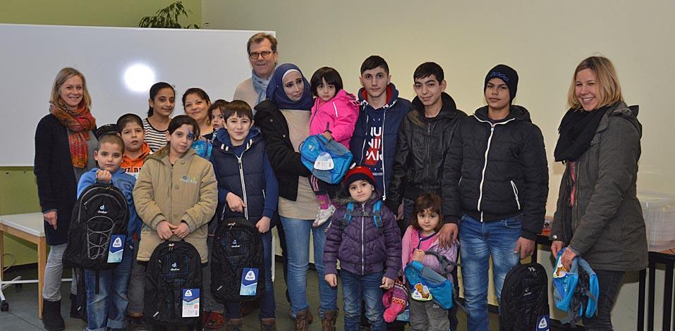 Servico Spende für schulpflichtige Kinder und Jugendliche aus der Fliehburg Dinslaken