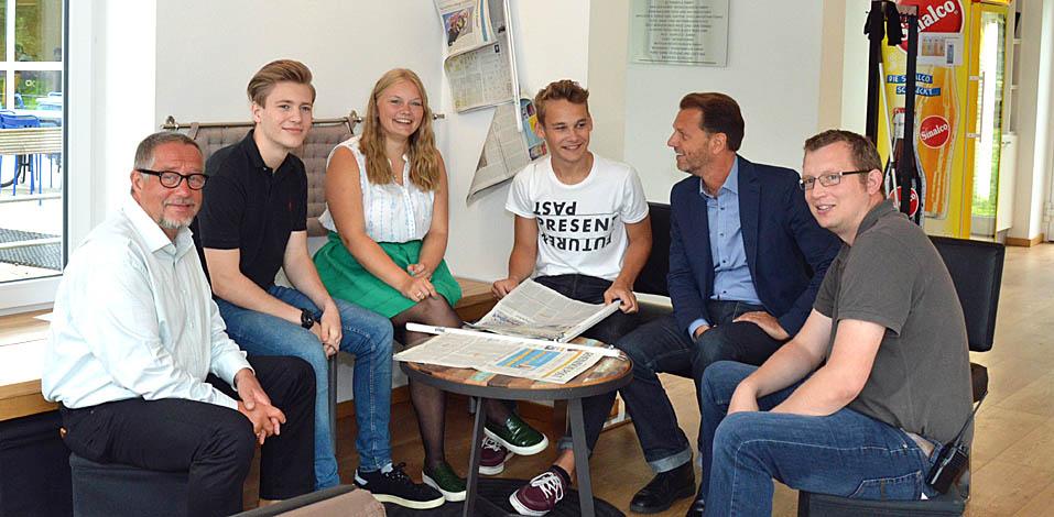 Freuen sich über das gelungene Projekt Zeitungspatenschaft, das von der Servico AG gesponsert wird.