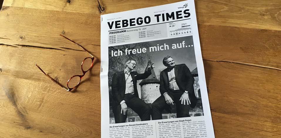 Beim Frühstück erwartete einen die Vebego-Times mit aktuellem Programm für den Tag.