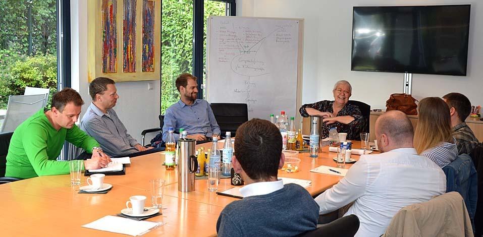 Führungskräfte aus fünf Unternehmen beim EDA-Seminar GEsprächsführung für Führungskräfte: