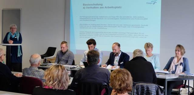 Serviceleiterin Karola Bräuer über das Verhalten der Mitarbeiter am Arbeitsplatz