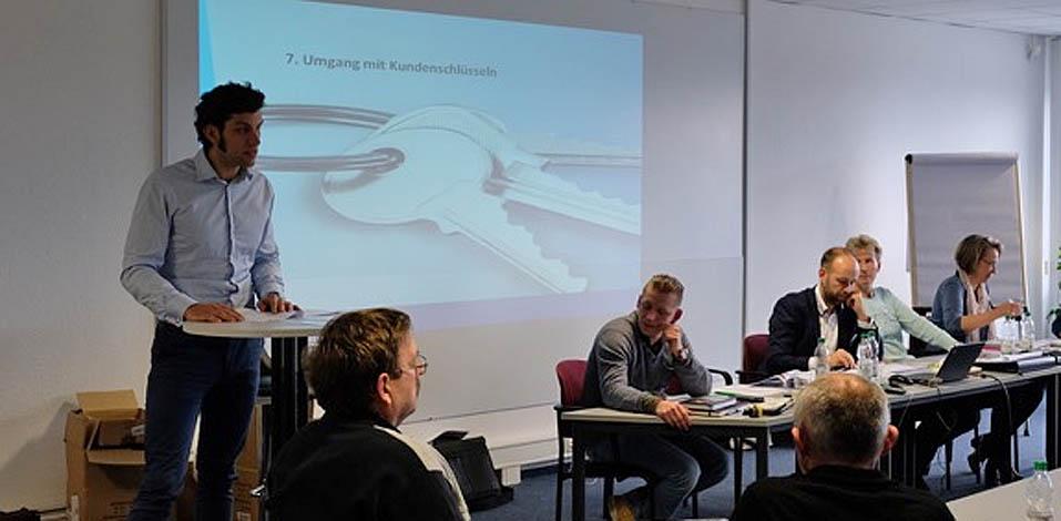 Serviceleiter Thomas Kühnel zum Umgang mit Kundenschlüsseln